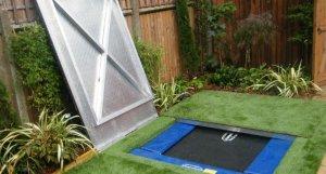 Sunken trampoline lid